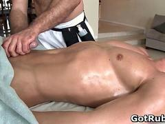 Dude with perfect body gets gay rubbing film 2