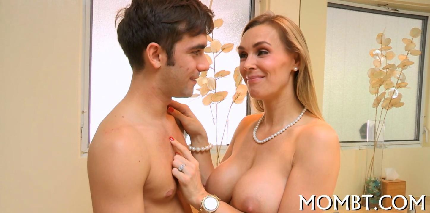 Amateur Milf Seduces Young Guy