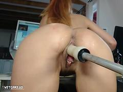 Hot babe fucked by a machine on wetcamz