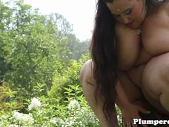 Obese bbw facesitting outdoors after jerking