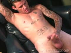 Mature Amateur Bryan Beats Off