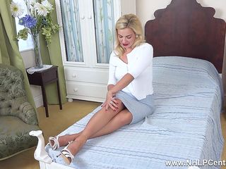 Busty Bad Dolly shows her curves and close ups of perfect trimmed pussy in retro nylons and heels