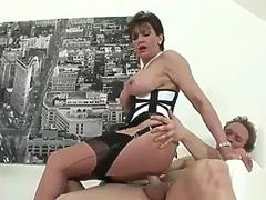 Filthy experienced british isles girl gets to be a cumshot