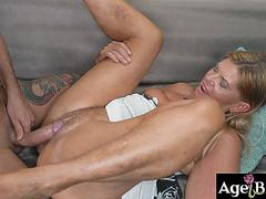 John spread mature Samanthas pussy lips and stuff it with his veiny cock