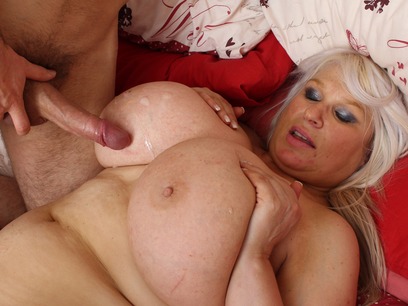 Blonde with big boobs siri dispenses some blowjob and titty fucking action